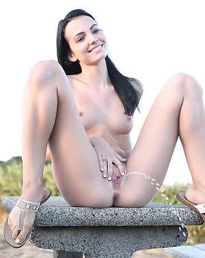 Nude Teen Pissing Porn Pictures